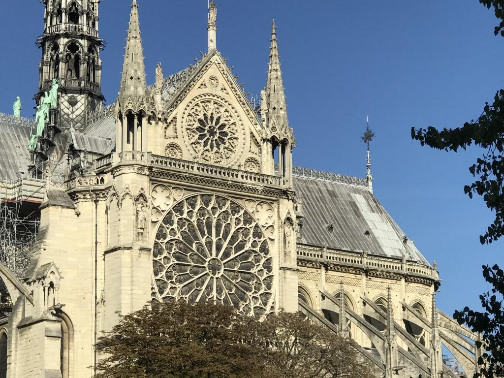 L'ÉVEIL EN LA RENCONTRE  AVEC LES LIEUX SACRÉS DE PARIS